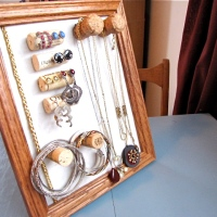 Weekend DIY: Wine Cork Jewelry Organizer